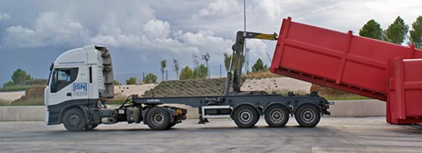 carga de una gabarra en la planta de transferencia de Tafalla